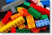 Ein Haufen bunter Legosteine